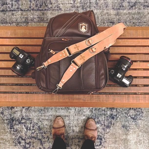 Carrega bateria, carrega equipamento, carrega mala. Enche e extravasa o coração. emojiemoji️ Segunda-feira também é dia! Hoje, no estilo, com @nordweg e @blackholdstraps! #RZnosEventos #blackholdstraps #nordweg