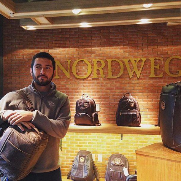 A criatura volta ao criador. A minha mochila da Nordweg, depois de lama e gelo, de volta aqui em Picada Café. #nordweg