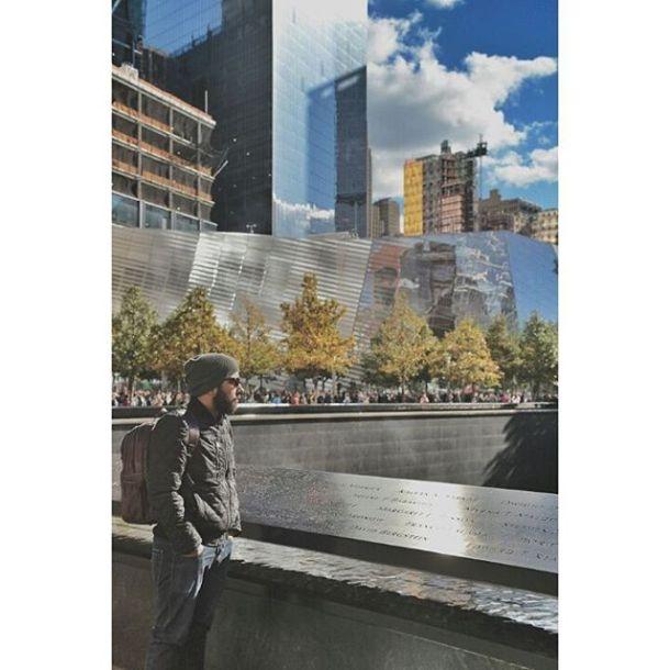 North pool 9-11 Memorial World Trade Center Uma sensação muito doida! airplaneofficeoffice flag-us #wtc #northpoolmemorial #nyc #nordweg @nordweg Foto pelo meu amor @giovannabrancalliao, ela ta ficando boa nisso!